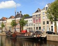 Barco e casas históricos Imagens de Stock Royalty Free