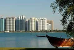 Barco e edifícios Foto de Stock Royalty Free