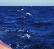 Barco e ondas Fotografia de Stock
