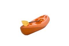 Barco e pá alaranjados do caiaque Imagens de Stock Royalty Free