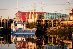 Barco e porto de pesca Fotos de Stock Royalty Free