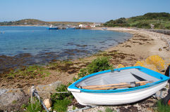 Barco e praia de Tresco Imagens de Stock