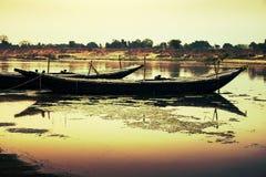 Barco e rio Fotografia de Stock