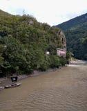 Barco e rio do pirata foto de stock royalty free