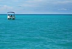 Barco el pontón en el océano Imágenes de archivo libres de regalías