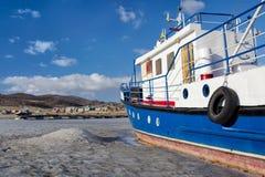 Barco em baikal congelado Fotos de Stock