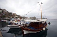 Barco em Kavala, Grécia foto de stock