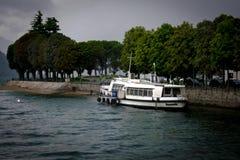 Barco em um lago Fotografia de Stock