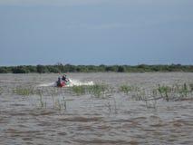 Barco em um lago Imagens de Stock Royalty Free