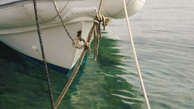 Barco em um porto na Espanha video estoque