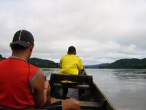Barco em um rio Fotos de Stock Royalty Free