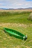 Barco em um rio seco Imagens de Stock