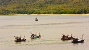 Barco en bahía Fotos de archivo