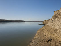 Barco en Danubio imagenes de archivo