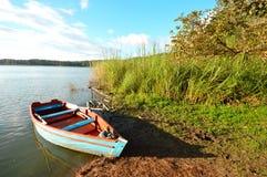 Barco en el Bosque Azul Lake en Chiapas Foto de archivo