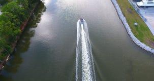 Barco en el canal fotos de archivo libres de regalías