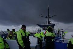 Barco en el cielo oscuro Fotografía de archivo