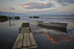 Barco en el crepúsculo Fotografía de archivo