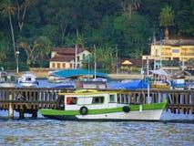 Barco en el embarcadero Imagen de archivo libre de regalías