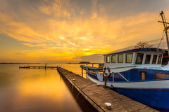 Barco en el embarcadero Fotos de archivo libres de regalías