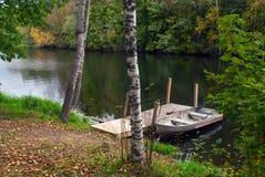 Barco en el embarcadero de madera, Wisconsin, los E.E.U.U. Foto de archivo libre de regalías