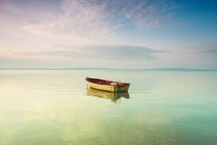 Barco en el lago fotos de archivo libres de regalías