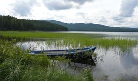 Barco en el lago fotografía de archivo libre de regalías