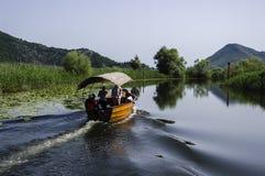 Barco en el lago foto de archivo