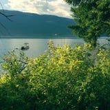 Barco en el lago en verano Imágenes de archivo libres de regalías