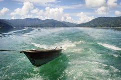 Barco en el lago Kenyir Fotos de archivo libres de regalías