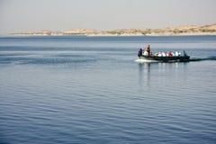 Barco en el lago Nasser Fotografía de archivo