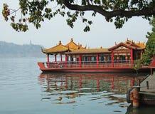 Barco en el lago Xizi Fotos de archivo