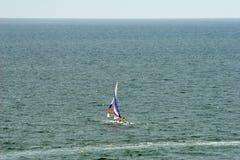 Barco en el mar. Fotos de archivo