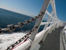 Barco en el mar azul Fotografía de archivo libre de regalías