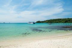 Barco en el mar de la isla de Kood Foto de archivo libre de regalías