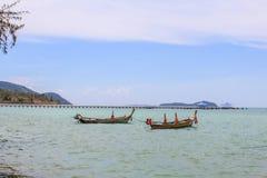 Barco en el mar en la playa, Phuket Tailandia Fotografía de archivo