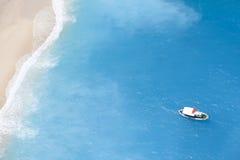 Barco en el mar iónico Foto de archivo libre de regalías