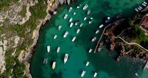 Barco en el mar en la visión aérea Imagenes de archivo
