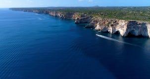 Barco en el mar en la visión aérea Imagen de archivo