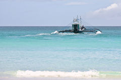 Barco en el océano Imágenes de archivo libres de regalías