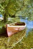 Barco en el otoño Imagenes de archivo