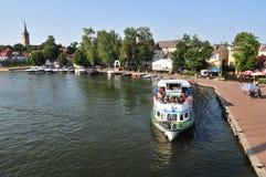 Barco en el puerto de Mikolajki Foto de archivo