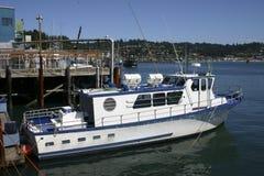 Barco en el puerto de Newport fotografía de archivo