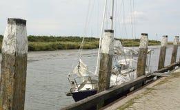 Barco en el puerto Noordpolderzijl fotografía de archivo libre de regalías