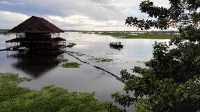 Barco en el río fotografía de archivo libre de regalías