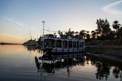 Barco en el río el Nilo fotos de archivo