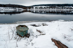 Barco en el río Fotos de archivo libres de regalías