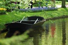 Barco en Keukenhof Foto de archivo libre de regalías