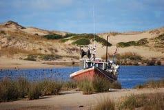 Barco en la arena Fotografía de archivo libre de regalías