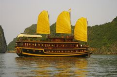 Barco en la bahía Imagenes de archivo